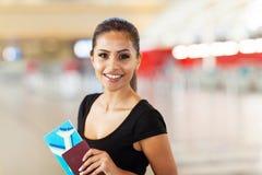 Bilhete do passaporte da mulher Imagens de Stock
