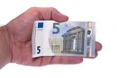 Bilhete novo 5 euro na mão do homem Imagens de Stock Royalty Free