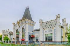 Bilheteira e sala de espera do estação de caminhos-de-ferro da construção histórica Fotografia de Stock
