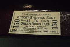 Bilhetes de estrada de ferro grossos antiquados do cartão na estação do leste kirkby de stephen fotografia de stock