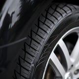 Bilhjul på en bil- closeup Arkivfoto