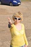 bilhyra keys den nya uthyrnings- kvinnan Royaltyfri Bild