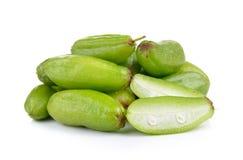 Bilimbi (bilimbi Linn di Averhoa ) o frutta del cetriolo su backg bianco Immagini Stock