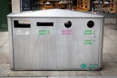 Bilingual recycling bin Royalty Free Stock Images