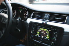 Bilinre med en stor skärm Arkivbilder