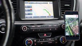 Bilinstrumentbräda med navigatören Arkivbild