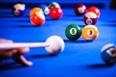 Biljartballen in een poollijst Stock Afbeeldingen