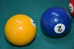 Biljartballen met motie op een groene poollijst royalty-vrije stock foto