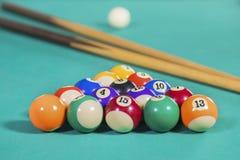 Biljartballen met twee stokken Royalty-vrije Stock Afbeeldingen