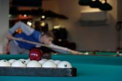 Biljartballen op een achtergrond van de biljartlijst Royalty-vrije Stock Foto's
