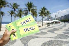 Biljetter till fotbollfotbollhändelsen i Copacabana Rio Brazil Arkivfoton