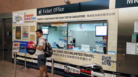 Biljettkontor i den Changi flygplatsen Singapore arkivbilder