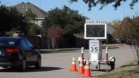 Bilkörning över hastighetsbegränsningen lager videofilmer