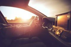 Bilkörning i solen royaltyfri fotografi