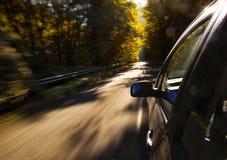 bilkörning snabbt Arkivbild