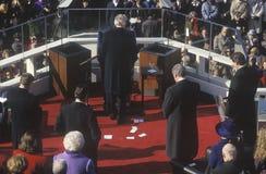 Bill Clinton стоит в молитве как 42nd президент, на дне вступления президента в должность 1993, Вашингтон, DC Стоковое Изображение