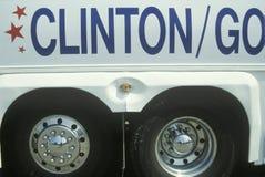 Bill Clinton/Al Gore Buscapade turnerar bussen på ett av dess Great Lakes turnerar motorvägstopp, 1992 Arkivfoton
