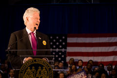 Bill Clinton, der Rede an der Fisk Universität gibt stockfotos