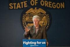 Bill Clinton Stumps för Hillary i krökningen, Oregon royaltyfri bild