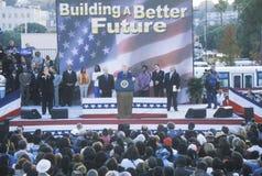 Bill Clinton talar på ett presidents- samlar Arkivbilder