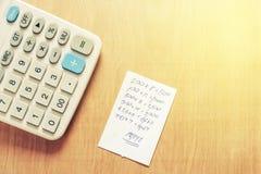 Bill e calcolatore con di legno Immagini Stock