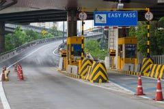 Bill par le point de contrôle pour les voitures qui ont besoin d'une autoroute urbaine photos stock