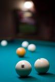 Billar-bola: la profundidad del campo y numera 12 en foco fotografía de archivo libre de regalías