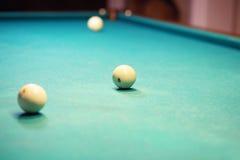 Billardkugeln in einer Tabelle Lizenzfreies Stockfoto