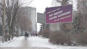 Billboard reklamowa kampania wyborcza prezydent Ukraina Tekst: Wojsko! Język! Wiara! Iść nasz swój sposób! Petro Poroshe zbiory wideo