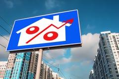 Billboard reklamuje sprzedaż nieruchomość fotografia royalty free