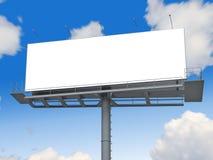 Billboard z pustym ekranem na niebieskim niebie Zdjęcia Royalty Free