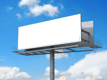Billboard z pustym ekranem na niebieskim niebie Fotografia Stock