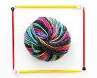 Bille colorée de fil à tricoter Photo stock