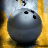 Bille de bowling au-dessus de fond grunge Photos stock