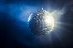Bille de disco avec les rayons légers Image stock