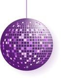 Bille de disco dans des sons pourprés d'isolement sur le blanc Photo stock