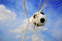 Bille de football dans le réseau. Image stock