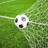 Bille de football dans le réseau de but Photo libre de droits