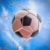 Bille de football dans le réseau de but Image libre de droits