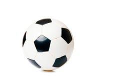 Bille de football noire et blanche d'isolement sur le blanc Images stock