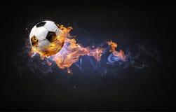 Bille de football sur l'incendie photos libres de droits