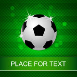 Bille de football sur le fond vert Photos libres de droits