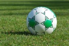Bille de football verte images libres de droits