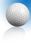 Bille de golf avec la réflexion Photographie stock libre de droits