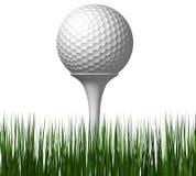 Bille de golf avec le té dans l'herbe image stock