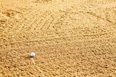 Bille de golf en soute photos stock