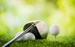 Bille de golf sur le t? image libre de droits