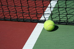 Bille de tennis inbounds Photos stock