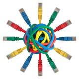 Bille des câbles colorés avec des fiches de réseau images libres de droits