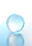 Bille en cristal avec la réflexion photos stock